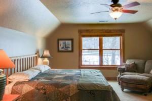 rental cabin king room upstairs